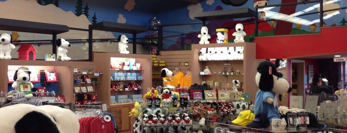 Snoopy's Gallery And Giftshop is one of Locais curtidos por Carlos.