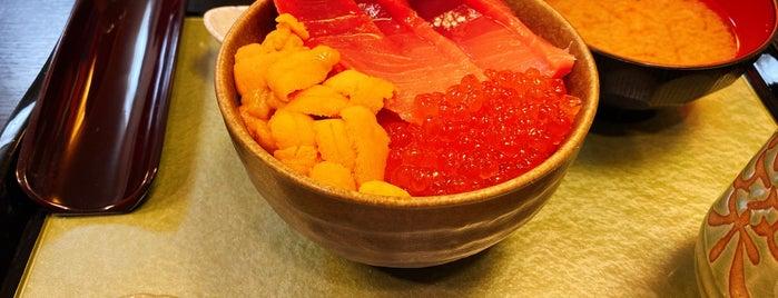 Sushi Kuni is one of Tempat yang Disukai Kaeinux.