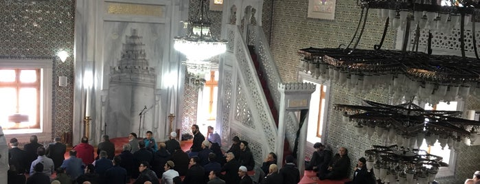 Esentepe Merkez Camii is one of Beytullah Aksoyさんのお気に入りスポット.