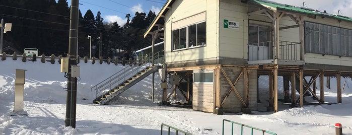 鶴形駅 is one of JR 키타토호쿠지방역 (JR 北東北地方の駅).