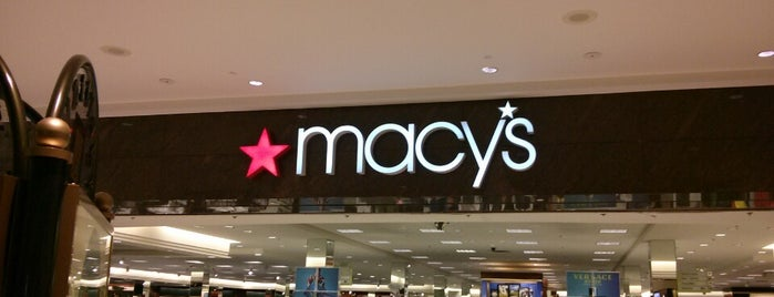 Macy's is one of Orte, die Kellie gefallen.