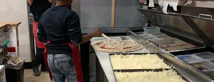 Scottie's Pizza Parlor is one of Gespeicherte Orte von Allison.