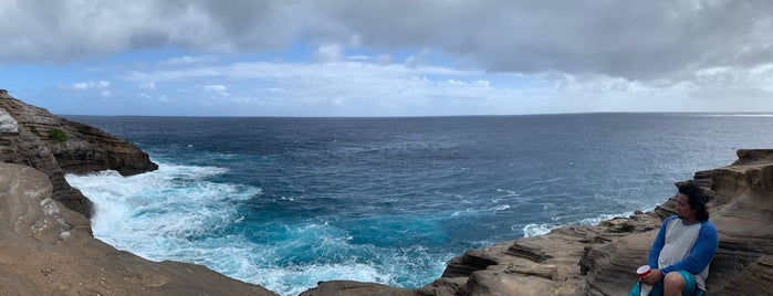Spitting Caves is one of Oahu good spots.