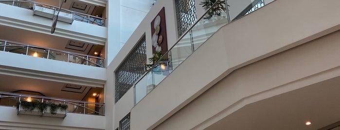Grand Tikal Futura Hotel is one of สถานที่ที่ Penelope ถูกใจ.