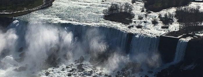Niagara Falls (Canadian Side) is one of Tempat yang Disukai Penelope.