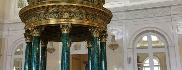 Hermitage Museum is one of Tempat yang Disukai Penelope.