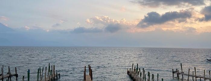 Lago Atitlán is one of สถานที่ที่ Penelope ถูกใจ.