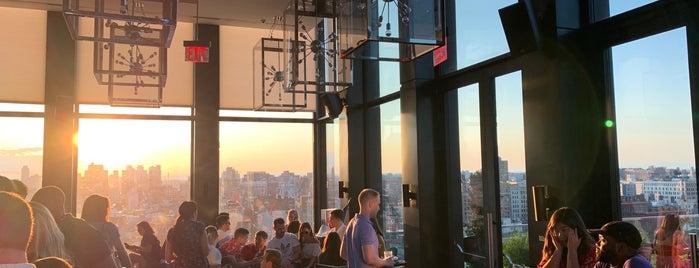 CloudM Rooftop Bar is one of Locais curtidos por Brian.