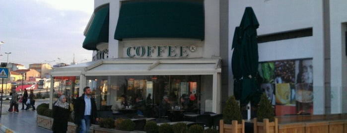 Robert's Coffee is one of Locais curtidos por Eser Ozan.
