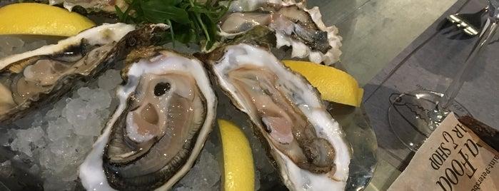 Seafood bar & shop is one of Посетить.