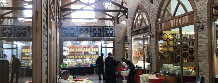 Peynirciler Çarşısı is one of Gespeicherte Orte von gamze.