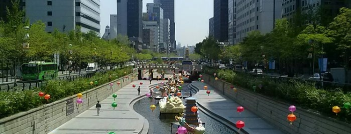Cheonggyecheon Stream is one of 한국.