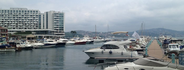 Tarabya Marina is one of Lieux qui ont plu à Mujdat.