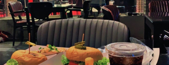 The Garage Burger & Coffee is one of Alkobar.