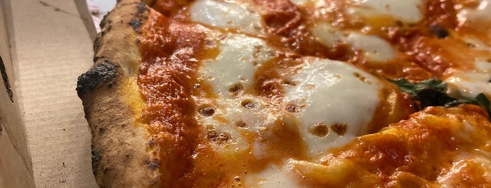 Pizzano is one of Jeddah food.