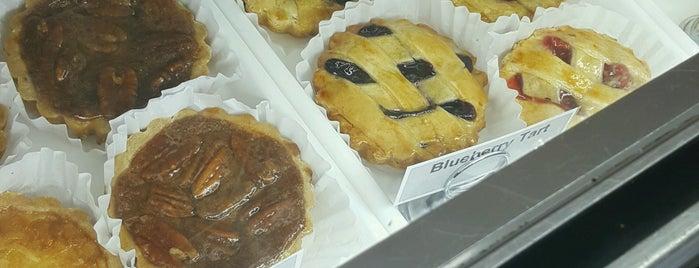 Dominick's Italian Pastry Shop is one of Tempat yang Disukai Mario.