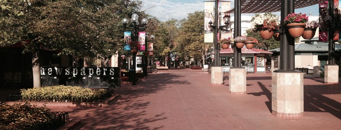 Pearl Street Mall is one of Lugares favoritos de Morgan.