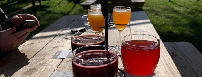 Hubbard's Cave Brewery is one of Breweries To Do.