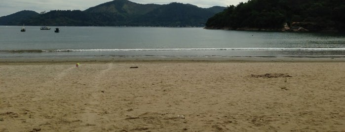 Praia Perequê-mirim is one of Orte, die Carla gefallen.