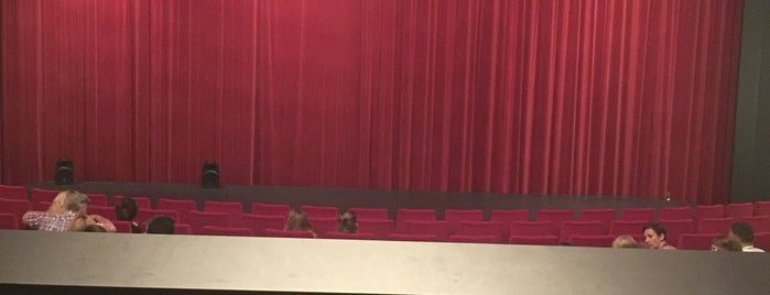 Rembrandt Theater Pathé is one of Tempat yang Disukai Wendy.