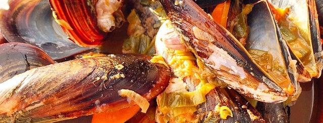 Marisquería Internacional is one of Restaurantes favoritos.