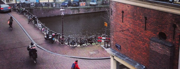 Runstraat is one of สถานที่ที่ Katya ถูกใจ.