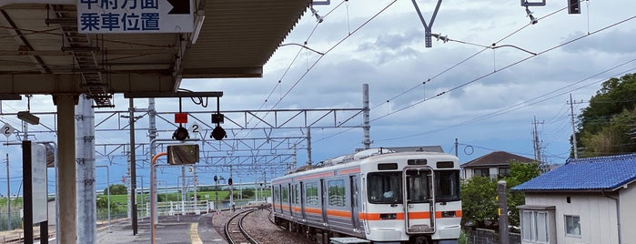 Kajikazawaguchi Station is one of JR 고신에쓰지방역 (JR 甲信越地方の駅).