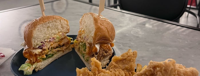 Jolly Burger is one of Sara: сохраненные места.