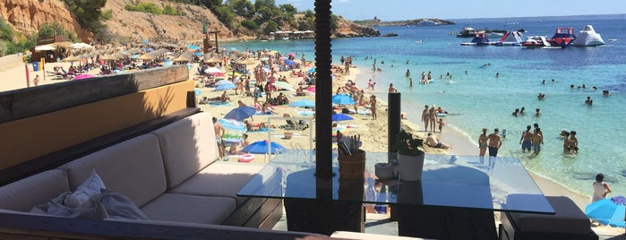 Beach ALM is one of สถานที่ที่ Anita ถูกใจ.