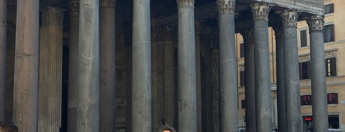 Piazza della Rotonda is one of Anita'nın Beğendiği Mekanlar.