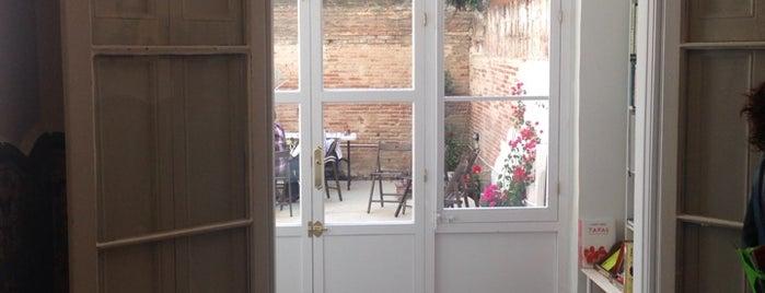 Casa Usher is one of Librerías.