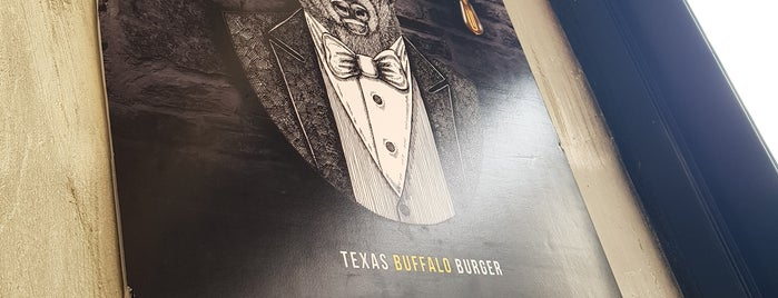 Texsas Buffalo Burger is one of Orte, die Tuğrul gefallen.