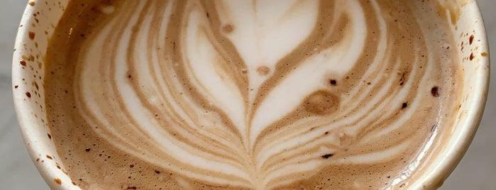 Locals Cafe is one of Posti che sono piaciuti a Joelle.
