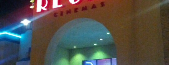 Regal Cinemas Oceanside 16 is one of Lugares favoritos de John.