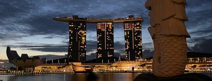 Merlion Park is one of Singapur.