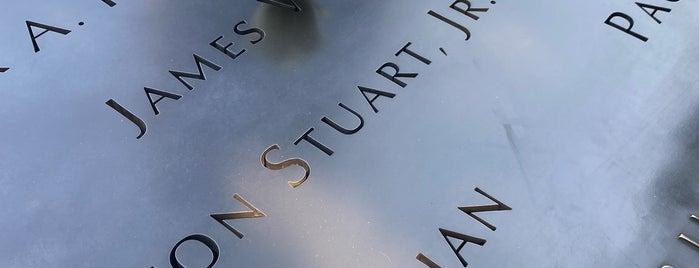 9/11 Memorial South Pool is one of Lieux qui ont plu à Liz.