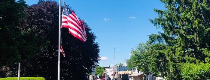 Veterans Memorial Park (Westwood) is one of Dan 님이 좋아한 장소.