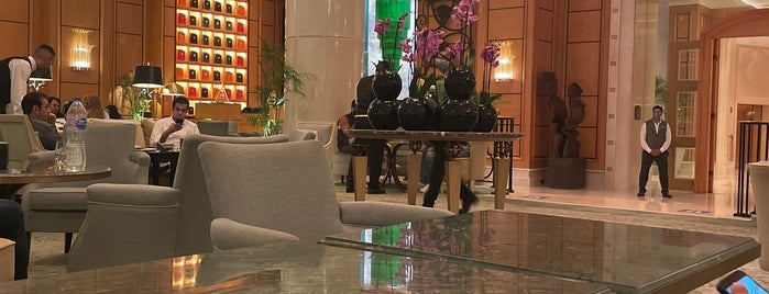 Lobby Lounge at Four Seasons Hotel Cairo at Nile Plaza is one of Posti che sono piaciuti a Mohamed.