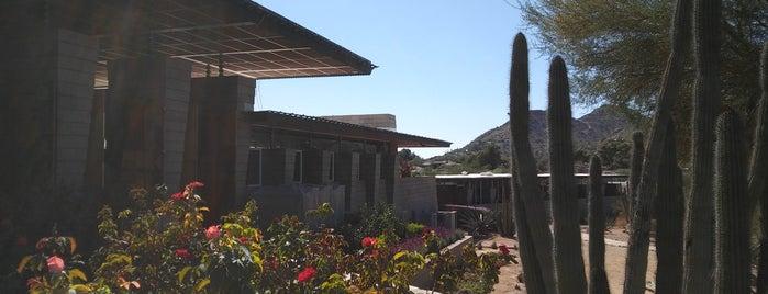 Uhaul House is one of Locais curtidos por Joyce.