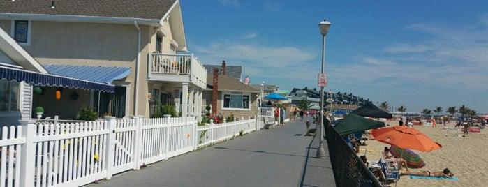 I'm A Local Beach Cafe is one of Tempat yang Disukai Jesse.