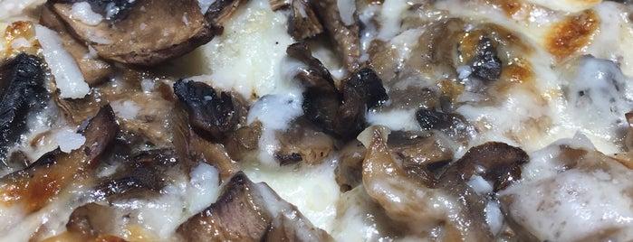 Yumm Pizza is one of Fatih'in Beğendiği Mekanlar.
