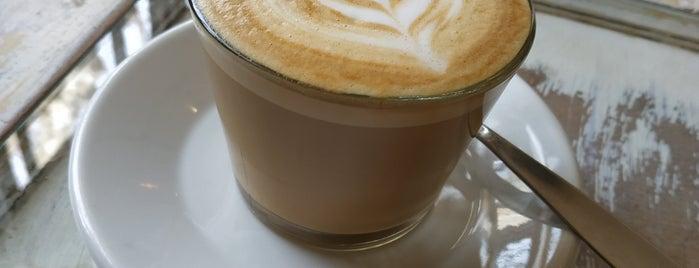 Vive Café is one of Lugares favoritos de Martin.