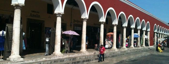 Los Portales is one of Mérida.