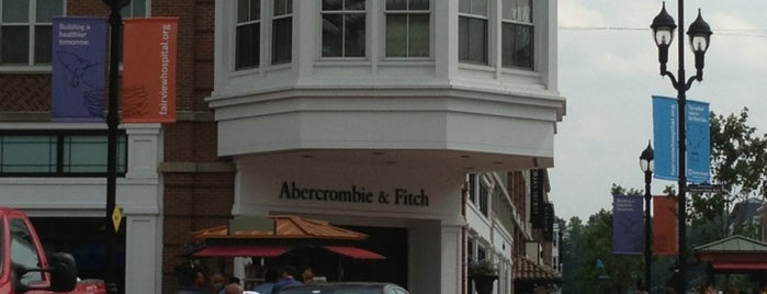 Abercrombie & Fitch is one of สถานที่ที่ Michael ถูกใจ.