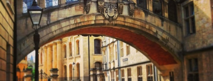 Hertford College is one of Lugares favoritos de Nilo.