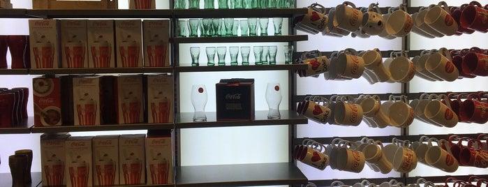 Coca-Cola Store is one of Lieux qui ont plu à Jingyuan.