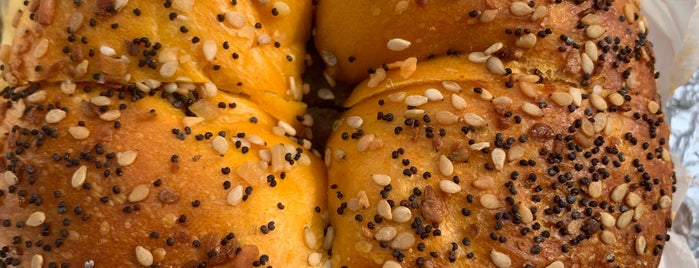Greenberg's Bagels is one of Brooklyn To Do List.