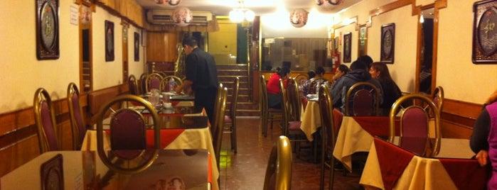 Chifa San Joy Lao is one of สถานที่ที่ Gianni ถูกใจ.