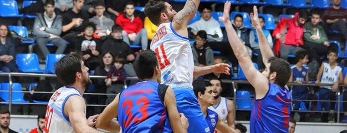Beylikdüzü Kapalı Spor Salonu Kompleksi is one of Locais curtidos por SBL.