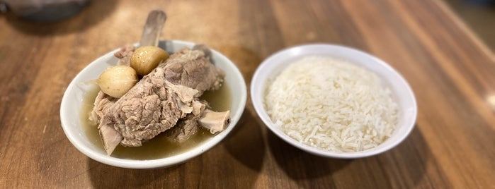 Song Fa Bak Kut Teh 松發肉骨茶 is one of Singapore.